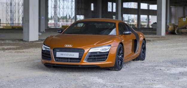 Audi-R8-V10-plus-gadgetreport