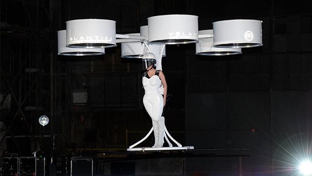 Lady-Gaga-zboara-Gadgetreport
