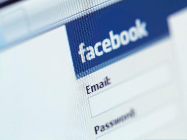 secretele facebook Facebook_Login-645x483