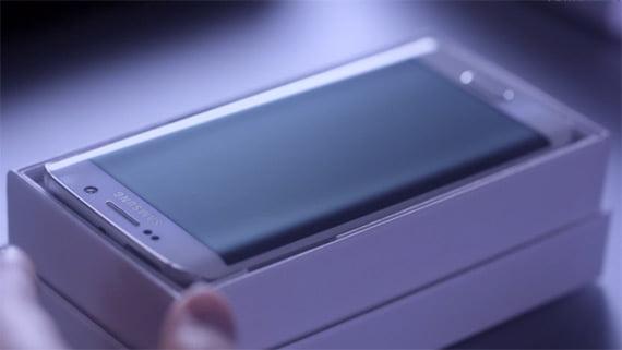 Galaxy-S6-Edge-in-box-gadgetreport