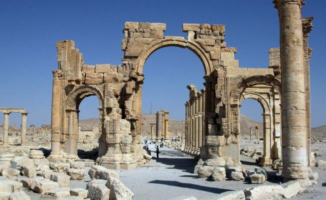 Statul-Islamic-a-distrus-Arcul-de-Triumf-din-Palmyra