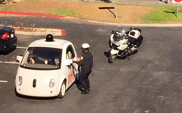 google-car-oprita-de-un-politist
